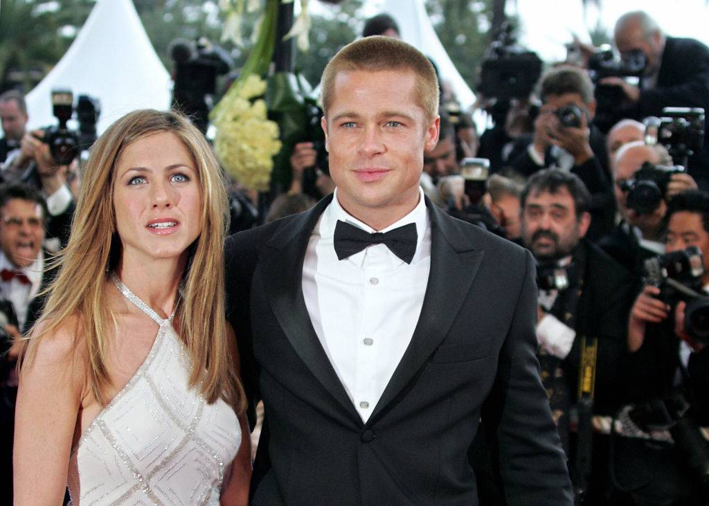 brad pitt and jennifer aniston swarmed by paparazzi