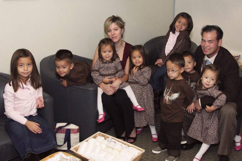 jon and kate gosselin with their eight children