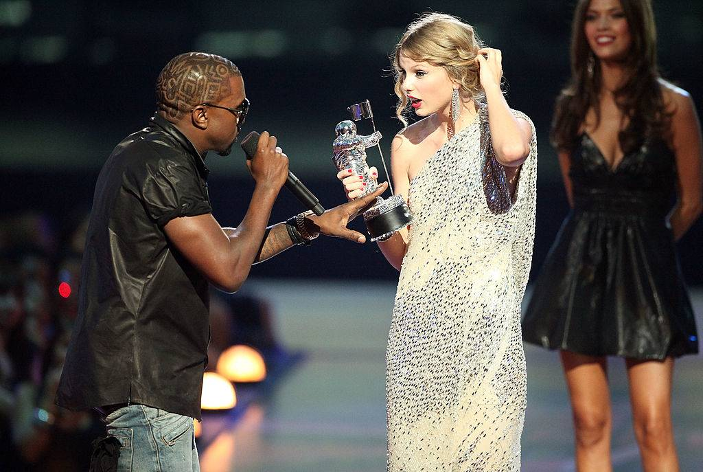 kanye west interrupting taylor swift's acceptance speech