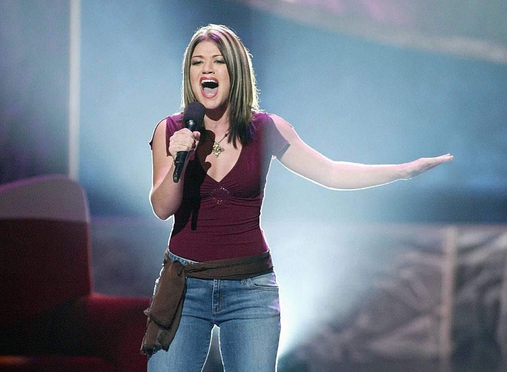 kelly clarkson singing on American Idol