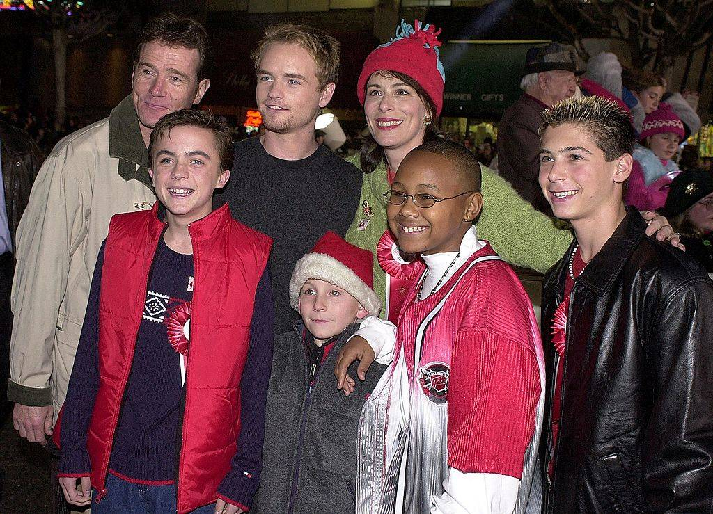 malcolm in the middle cast posing for a photo