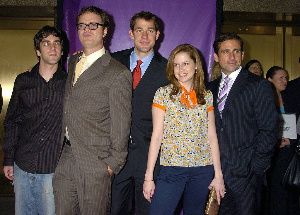 the office cast posing for a photo