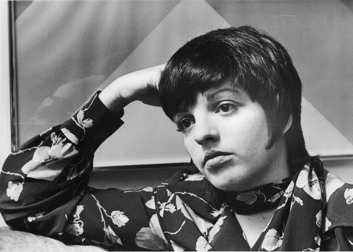 Liza Minnelli poses during interview in 1972