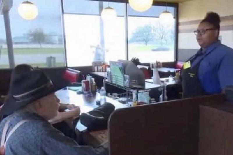 5-KHOU-11-waitress-hidden-camera-51215