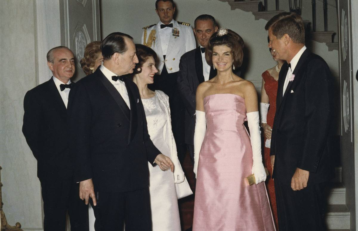 Jackie-O Knows How To Serve A Look