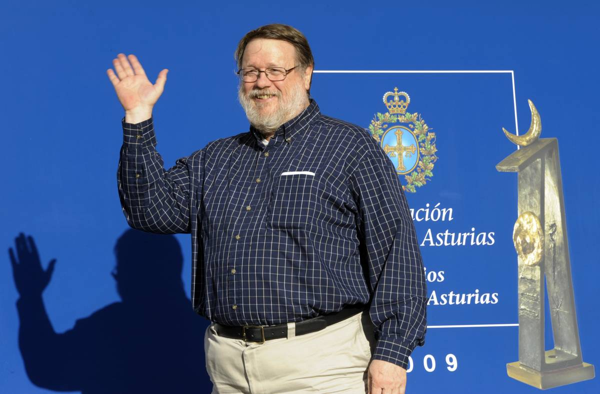 Ray Tomlinson Sent The Very First E-Mail