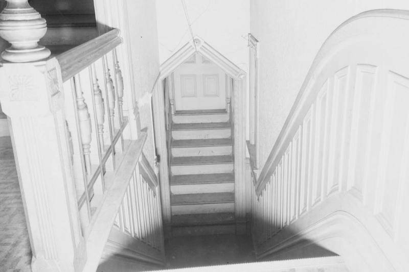 creepy-staircase-515427580-66256
