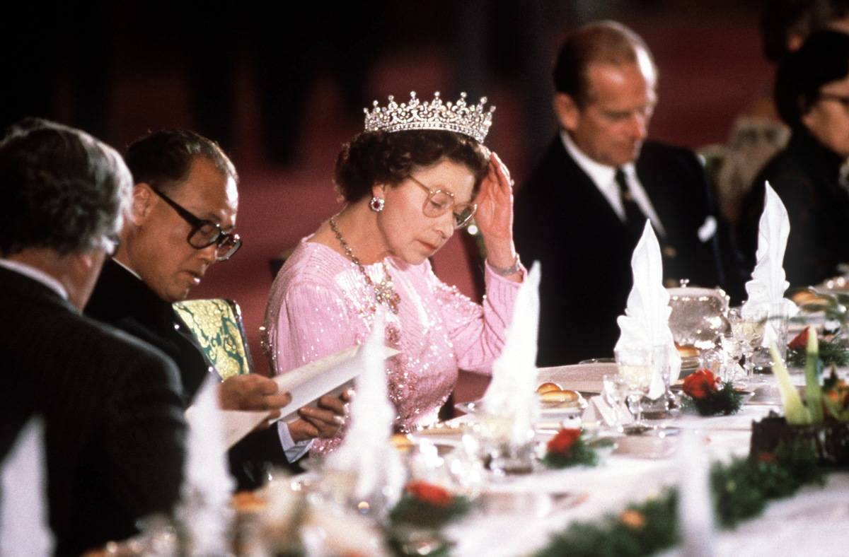 Queen Elizabeth II eats during a banquet.