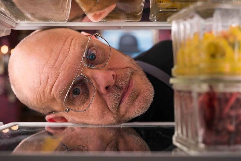 Alton Brown looking in a fridge on good eats