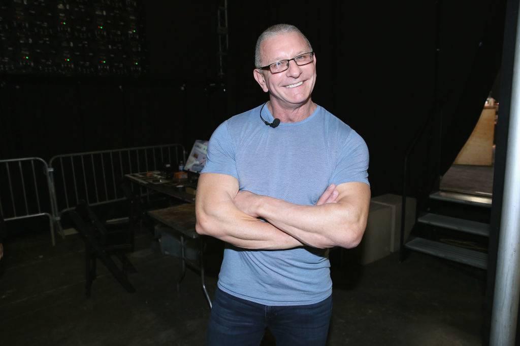 Chef Robert Irvine posing for a photo