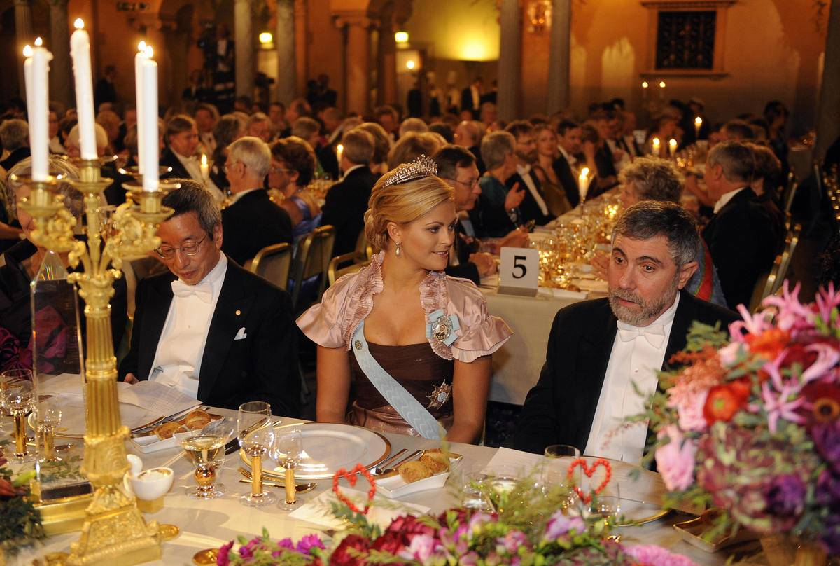 Members of the 2008 Nobel laureate attend a royal Banquet at Buckingham.