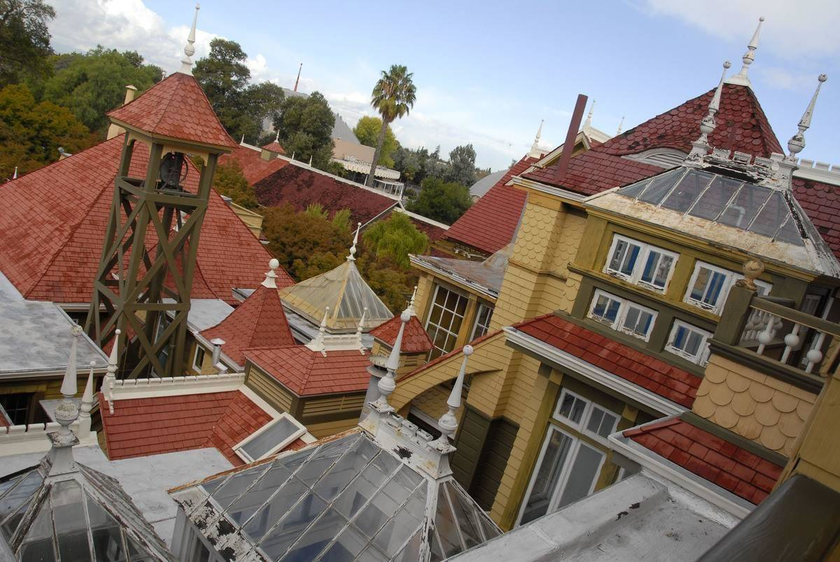 top-of-Winchester-house-110714519-12964