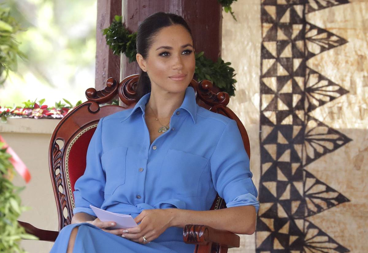 Meghan, Duchess of Sussex talks with students during a visit to Tupou College.