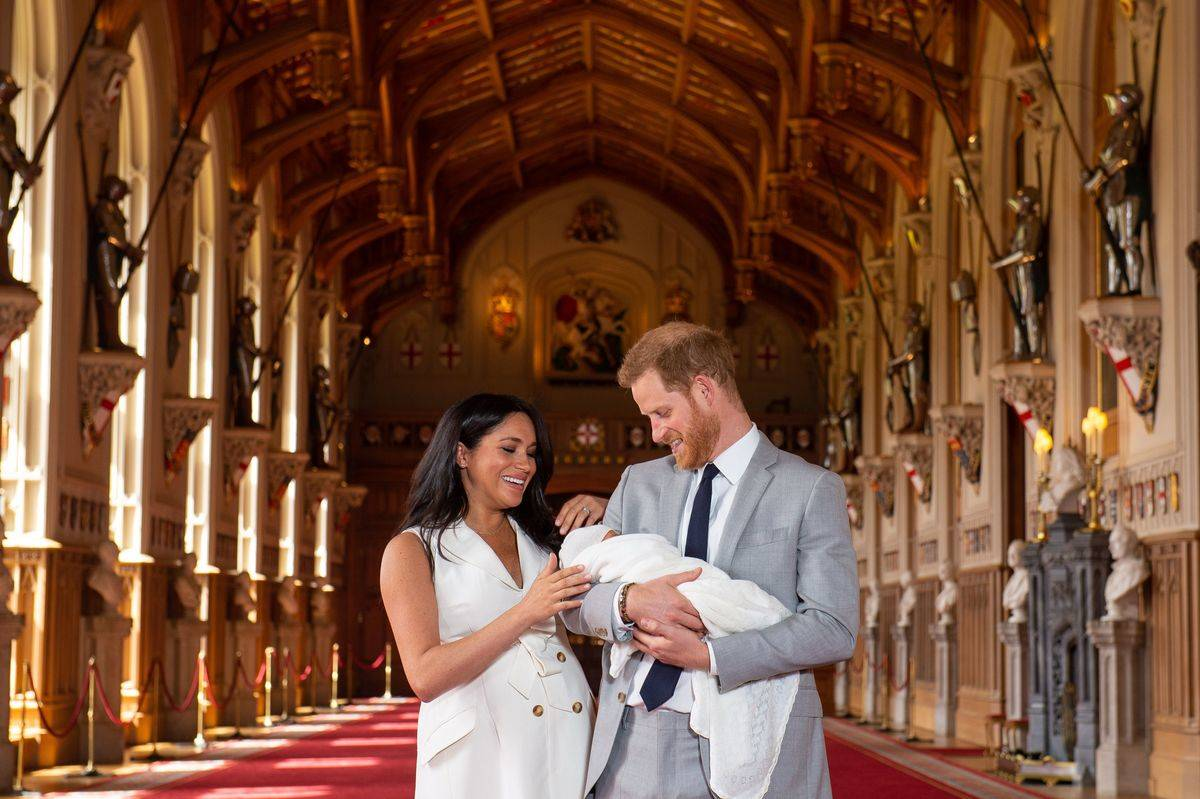 Meghan and Harry present the newly born Prince Archie.