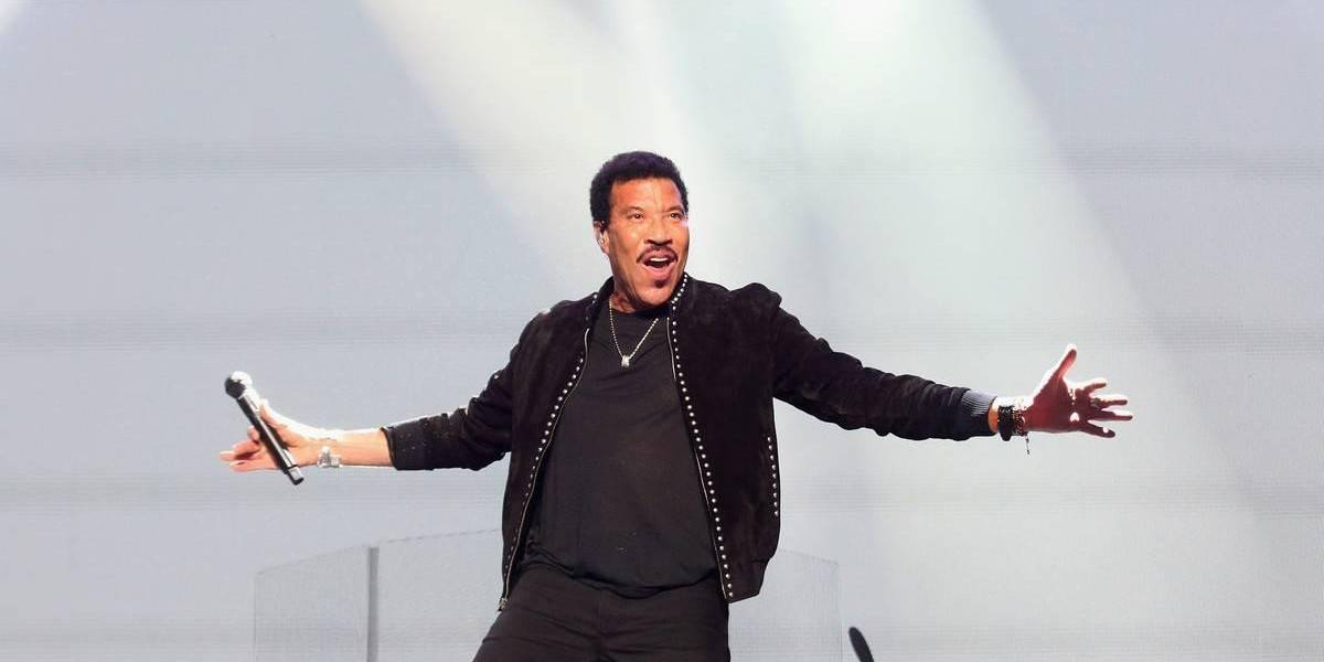 After Seeing A Two-Year-Old Alone At A Concert, Lionel Richie Did Something Drastic