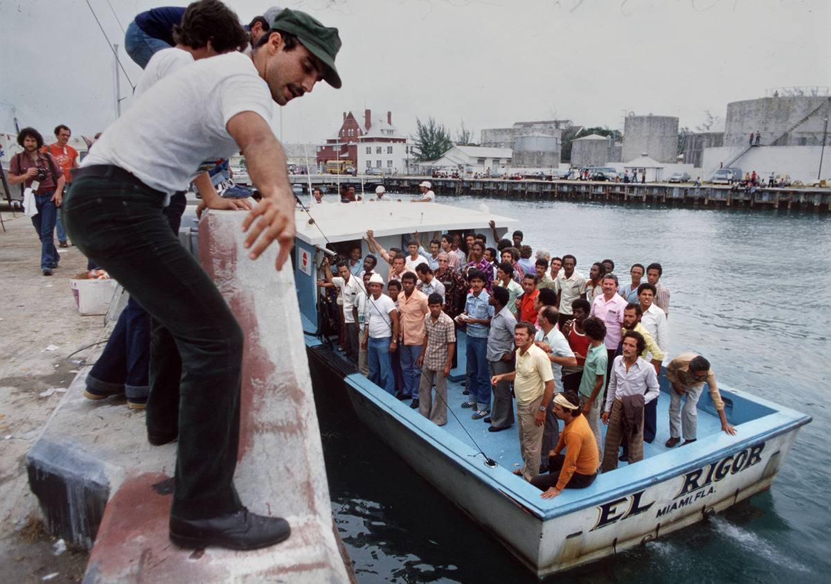 Coast Guard members rescue Cuban refugees in 1980.