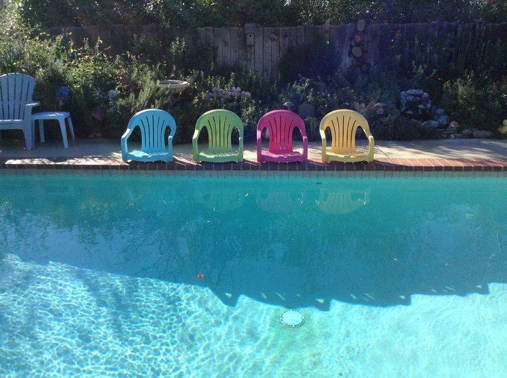 poolside-chairs