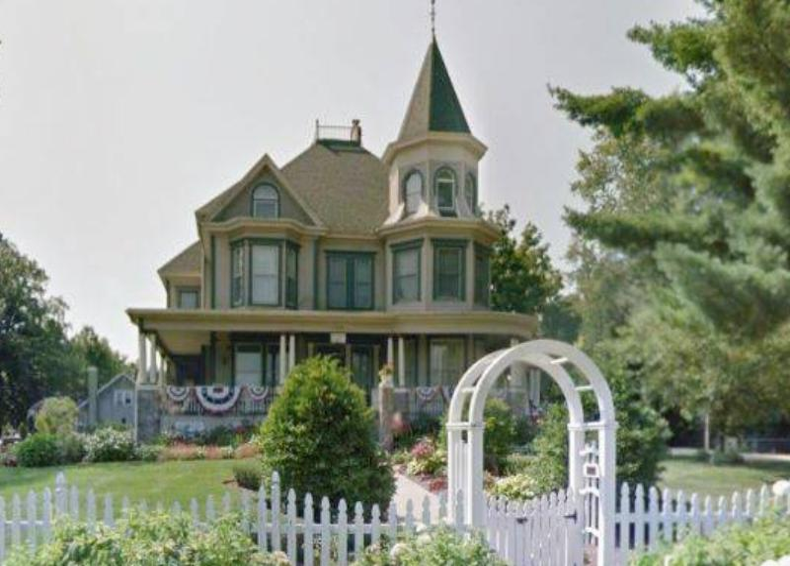 groundhog-day-house