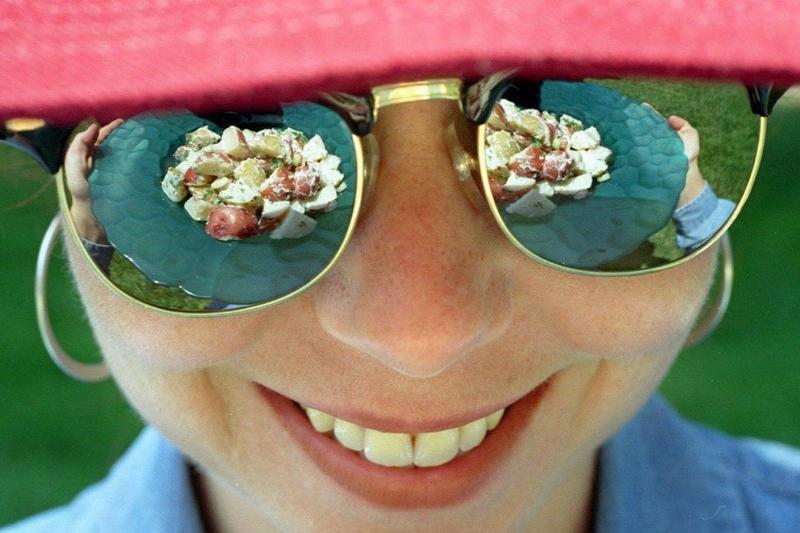 SUMMER 6-18c/C/09JUN97/FD/MACOR Summer Survival Foods.