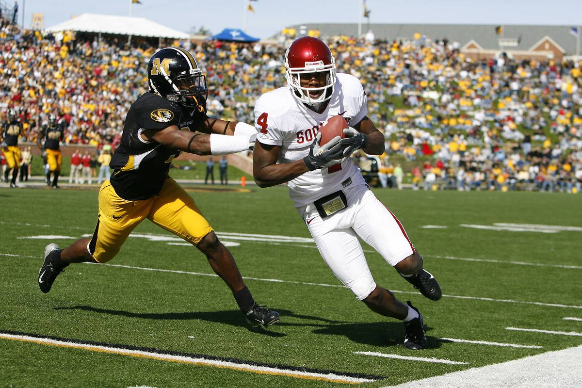 The Oklahoma Sooners play against the Missouri Tigers.