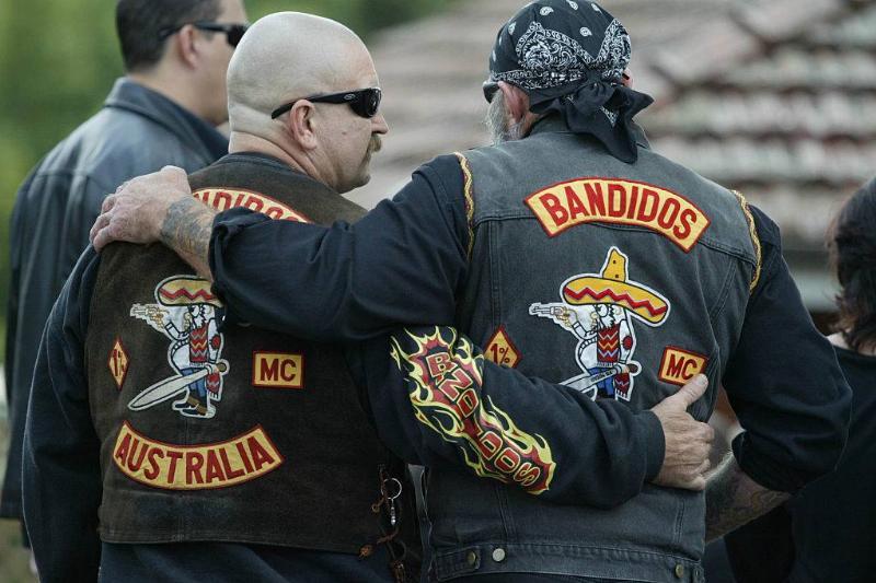 bandidos members giving each other a hug