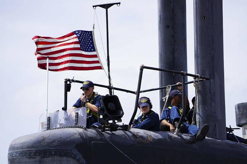 crew workers on a united states submarine
