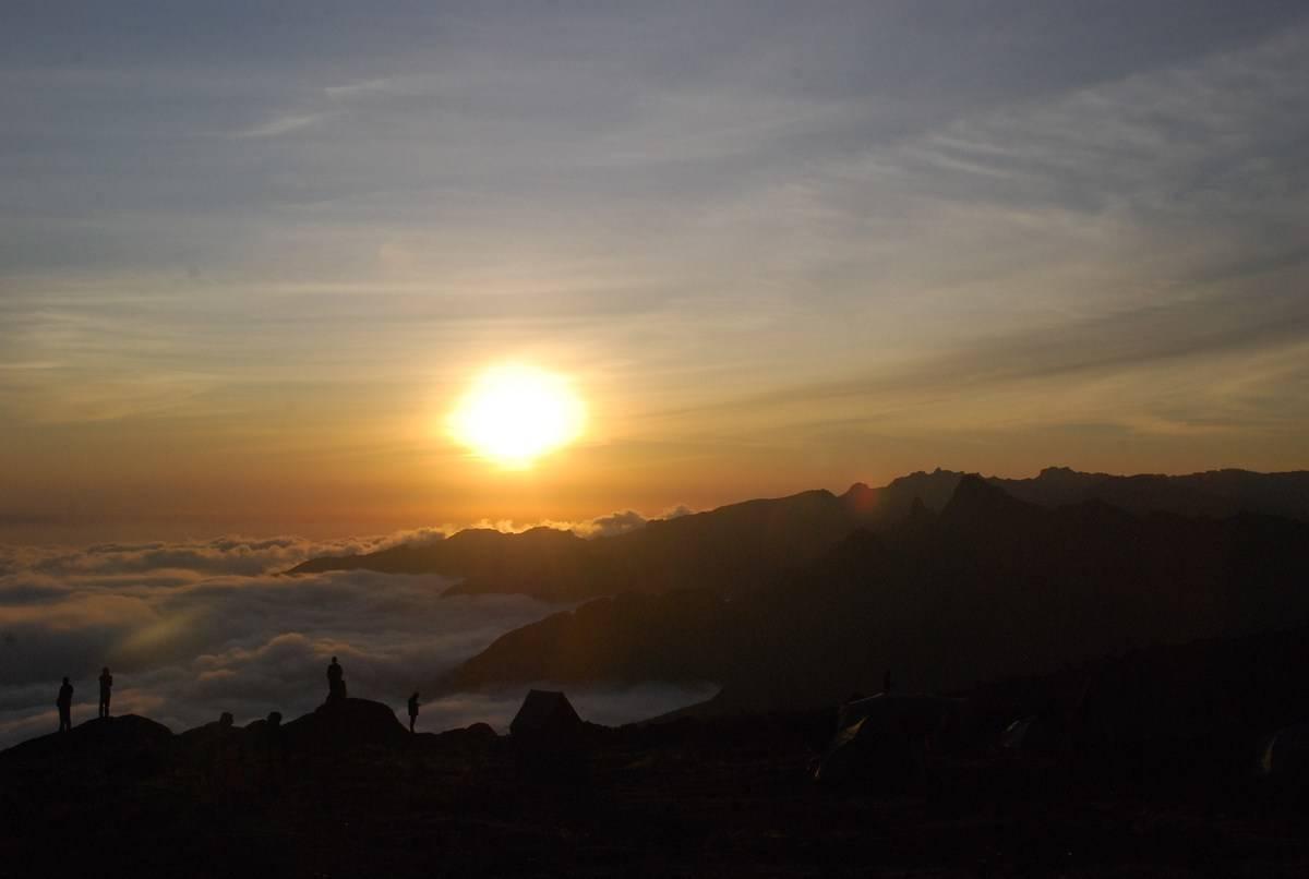 CRICKET-TANZANIA-KILIMANJARO-MOUNTAINEERING-RECORD-CHARITY