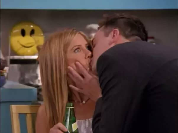 chandler rachel kiss.jpg