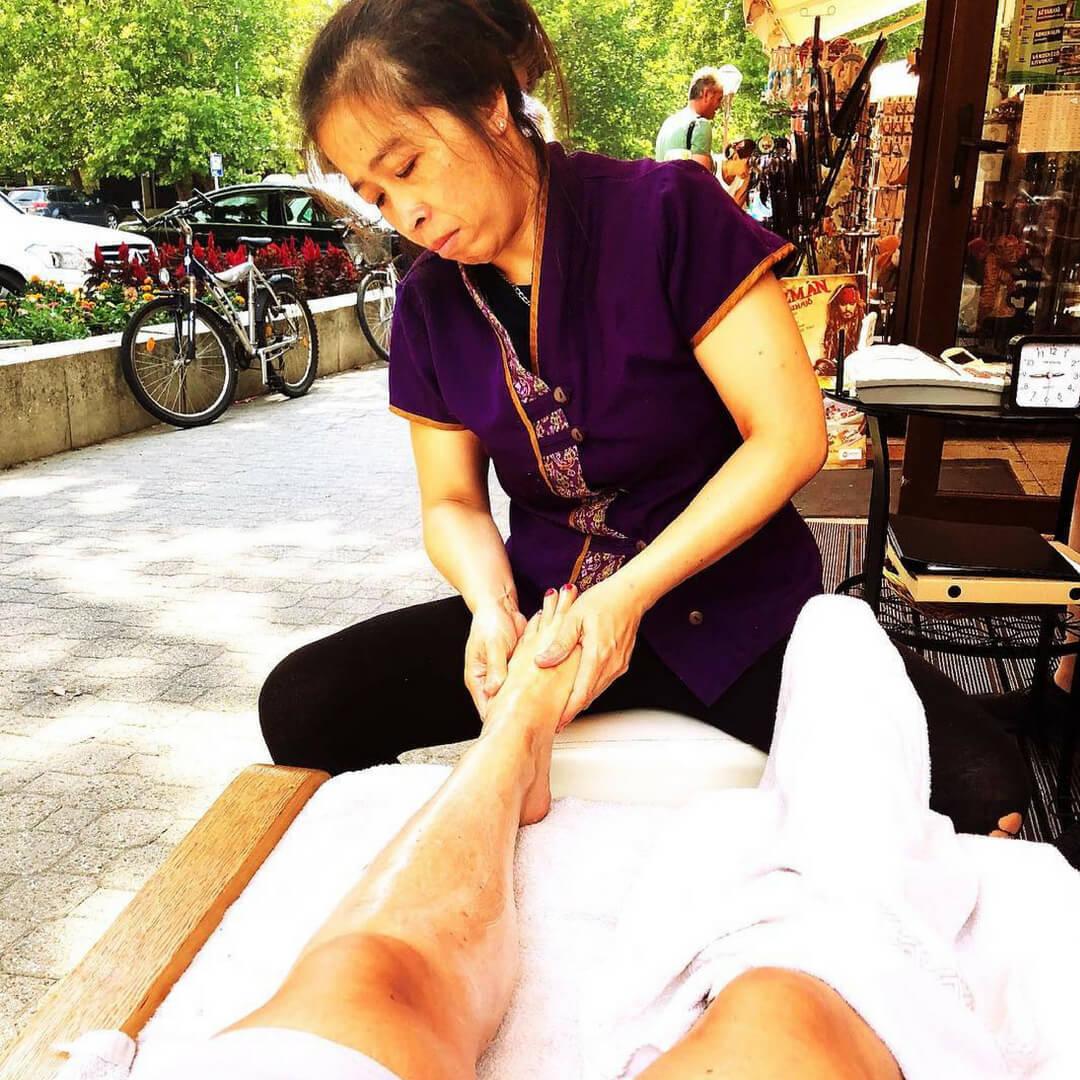 foot massage $1.jpg