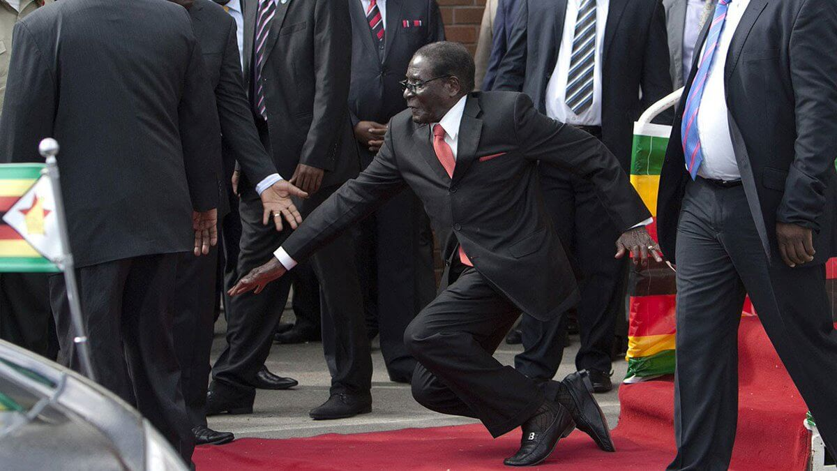 robert mugabe fall .jpg